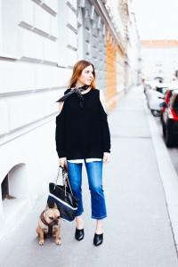 Kick-Flare-Jeans-Outfit-Mules-Off-Shoulder-Bandana-Tory-Burch-Tasche-fashion-magazin-blog-modeblog-whoismocca-1