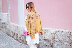 Pailletten-Jacke-weiße-cropped-Jeans-Tunika-Streetstyle-Furla-Metropolis-fashionblog-modeblog-whoismocca-14