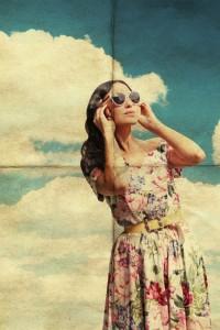 Frau in Vintage-Kleidung