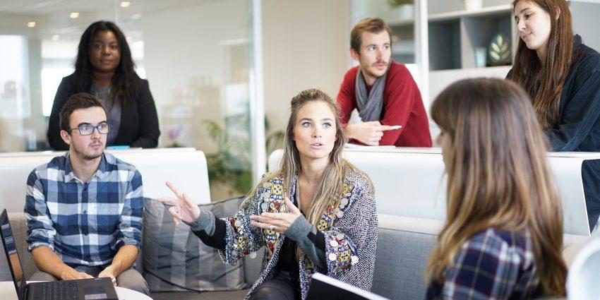 Business-Knigge: Diese Regeln solltest Du im Büro unbedingt beachten